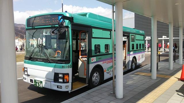 【新幹線カラーのラッピングバス】